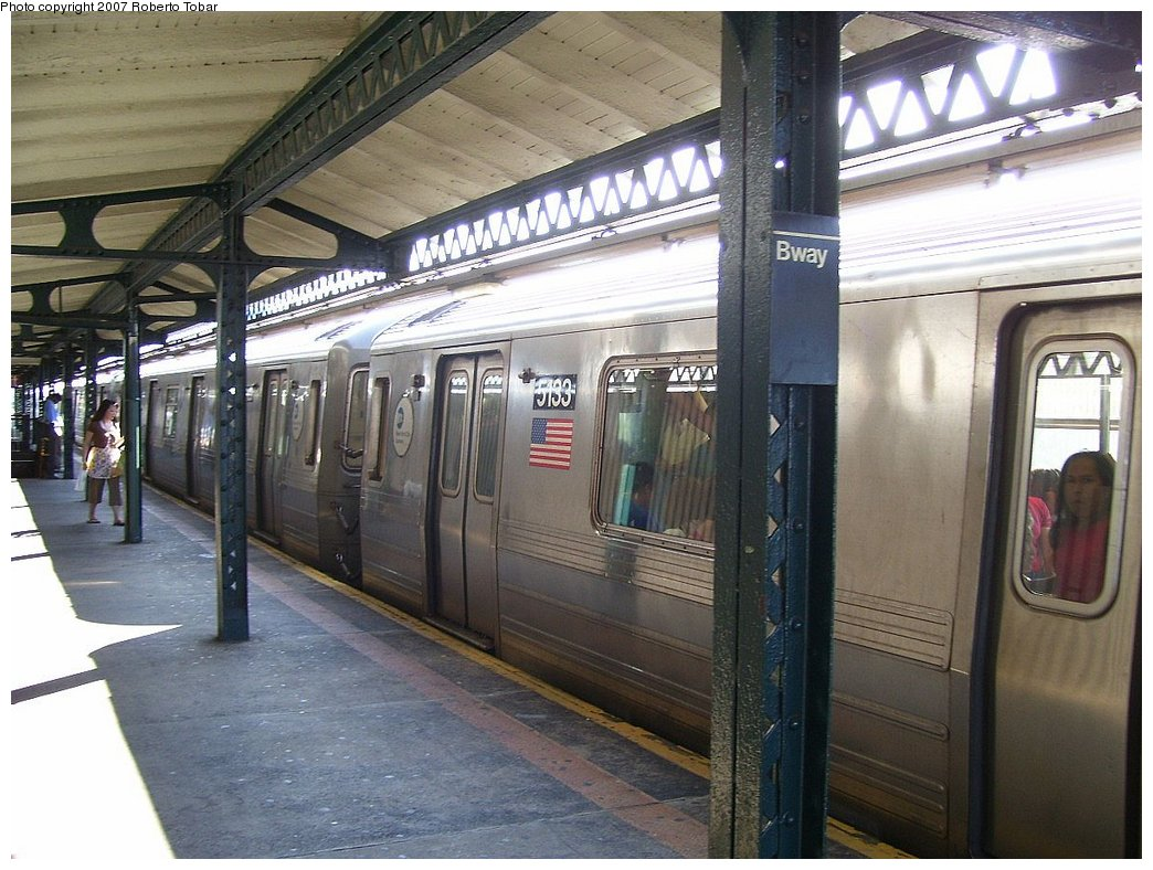 (192k, 1044x788)<br><b>Country:</b> United States<br><b>City:</b> New York<br><b>System:</b> New York City Transit<br><b>Line:</b> BMT Astoria Line<br><b>Location:</b> Broadway <br><b>Route:</b> N<br><b>Car:</b> R-68A (Kawasaki, 1988-1989)  5133 <br><b>Photo by:</b> Roberto C. Tobar<br><b>Date:</b> 8/18/2007<br><b>Viewed (this week/total):</b> 0 / 2414