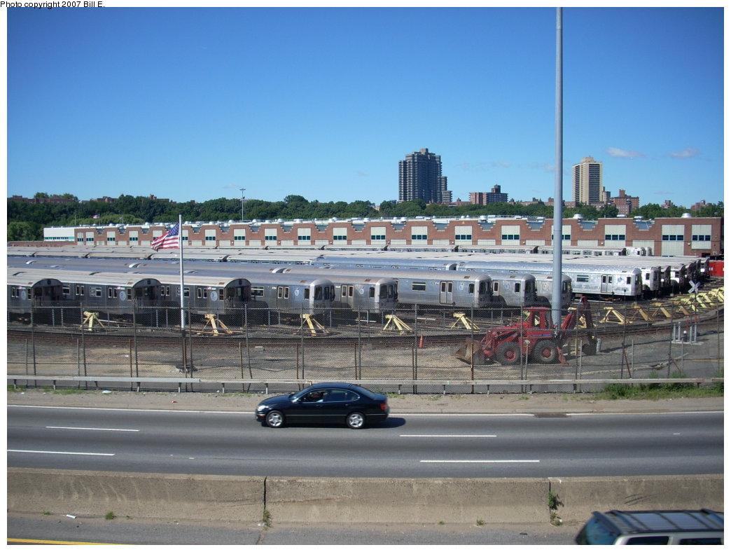(198k, 1044x788)<br><b>Country:</b> United States<br><b>City:</b> New York<br><b>System:</b> New York City Transit<br><b>Location:</b> Jamaica Yard/Shops<br><b>Photo by:</b> Bill E.<br><b>Date:</b> 8/18/2007<br><b>Viewed (this week/total):</b> 0 / 3155