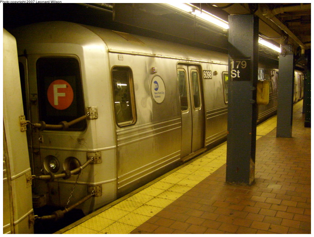 (199k, 1044x788)<br><b>Country:</b> United States<br><b>City:</b> New York<br><b>System:</b> New York City Transit<br><b>Line:</b> IND Queens Boulevard Line<br><b>Location:</b> 179th Street <br><b>Route:</b> F<br><b>Car:</b> R-46 (Pullman-Standard, 1974-75) 6098 <br><b>Photo by:</b> Leonard Wilson<br><b>Date:</b> 8/19/2007<br><b>Viewed (this week/total):</b> 0 / 3102