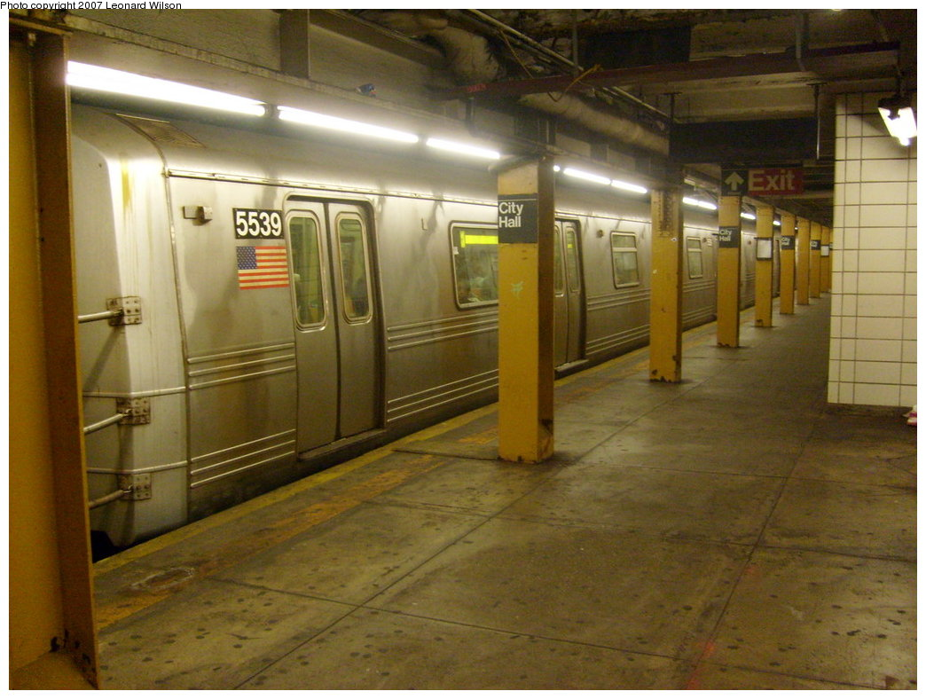 (200k, 1044x788)<br><b>Country:</b> United States<br><b>City:</b> New York<br><b>System:</b> New York City Transit<br><b>Line:</b> BMT Broadway Line<br><b>Location:</b> City Hall <br><b>Route:</b> R<br><b>Car:</b> R-46 (Pullman-Standard, 1974-75) 5539 <br><b>Photo by:</b> Leonard Wilson<br><b>Date:</b> 8/19/2007<br><b>Viewed (this week/total):</b> 0 / 4259