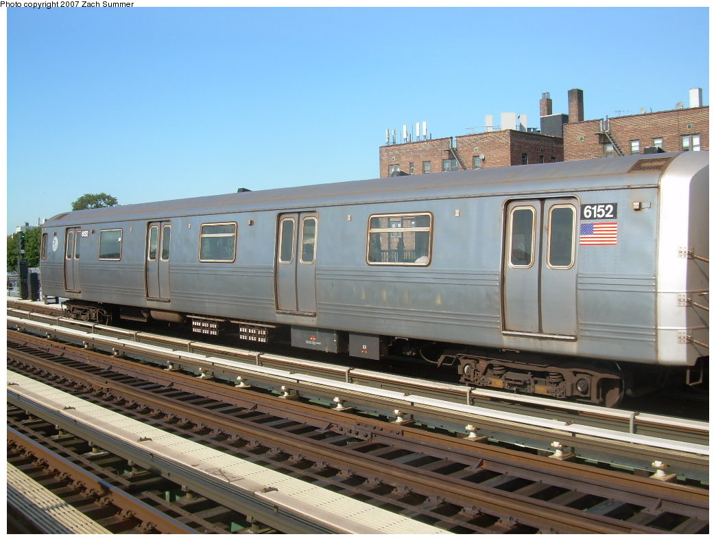(208k, 1044x788)<br><b>Country:</b> United States<br><b>City:</b> New York<br><b>System:</b> New York City Transit<br><b>Line:</b> BMT Culver Line<br><b>Location:</b> Avenue P <br><b>Route:</b> G<br><b>Car:</b> R-46 (Pullman-Standard, 1974-75) 6152 <br><b>Photo by:</b> Zach Summer<br><b>Date:</b> 8/12/2007<br><b>Viewed (this week/total):</b> 1 / 1767