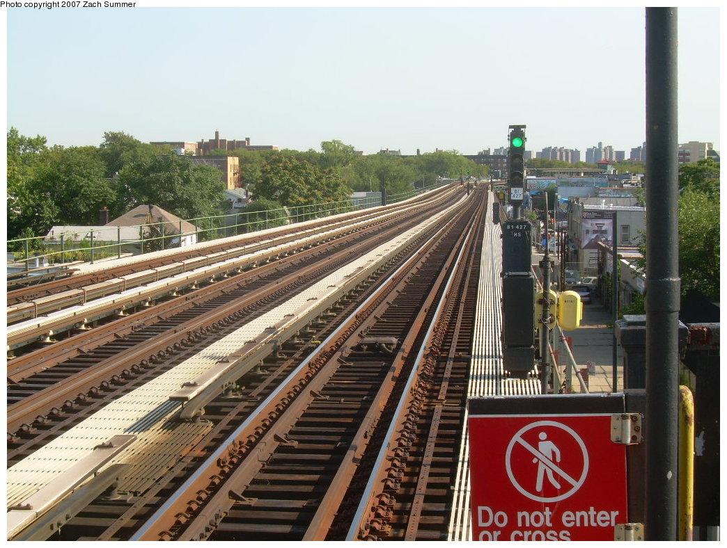(259k, 1044x788)<br><b>Country:</b> United States<br><b>City:</b> New York<br><b>System:</b> New York City Transit<br><b>Line:</b> BMT Culver Line<br><b>Location:</b> Avenue P <br><b>Photo by:</b> Zach Summer<br><b>Date:</b> 8/12/2007<br><b>Viewed (this week/total):</b> 0 / 1060