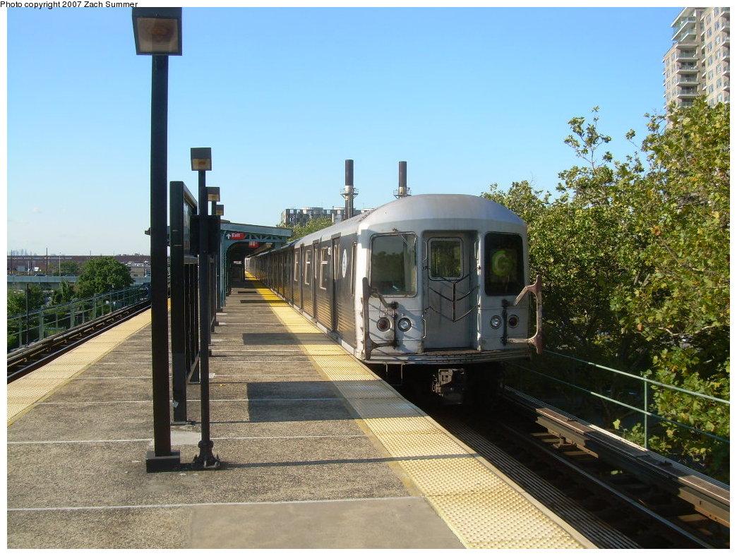 (246k, 1044x788)<br><b>Country:</b> United States<br><b>City:</b> New York<br><b>System:</b> New York City Transit<br><b>Line:</b> BMT Culver Line<br><b>Location:</b> Neptune Avenue <br><b>Route:</b> G<br><b>Car:</b> R-42 (St. Louis, 1969-1970)  4932 <br><b>Photo by:</b> Zach Summer<br><b>Date:</b> 8/12/2007<br><b>Viewed (this week/total):</b> 1 / 1830