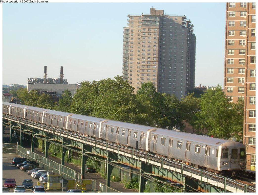 (255k, 1044x788)<br><b>Country:</b> United States<br><b>City:</b> New York<br><b>System:</b> New York City Transit<br><b>Line:</b> BMT Culver Line<br><b>Location:</b> West 8th Street <br><b>Route:</b> G<br><b>Car:</b> R-46 (Pullman-Standard, 1974-75)  <br><b>Photo by:</b> Zach Summer<br><b>Date:</b> 8/12/2007<br><b>Viewed (this week/total):</b> 1 / 2009