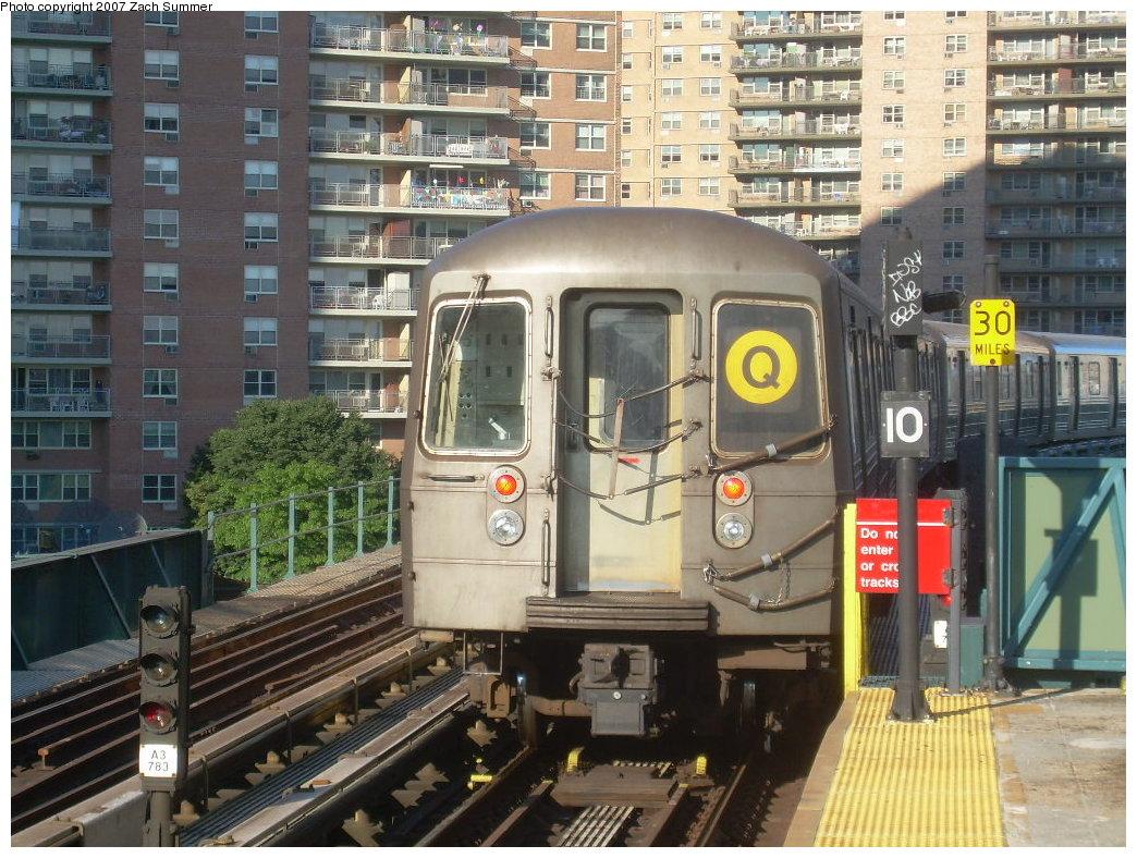 (258k, 1044x788)<br><b>Country:</b> United States<br><b>City:</b> New York<br><b>System:</b> New York City Transit<br><b>Line:</b> BMT Brighton Line<br><b>Location:</b> West 8th Street <br><b>Route:</b> Q<br><b>Car:</b> R-68A (Kawasaki, 1988-1989)   <br><b>Photo by:</b> Zach Summer<br><b>Date:</b> 8/12/2007<br><b>Viewed (this week/total):</b> 3 / 1546