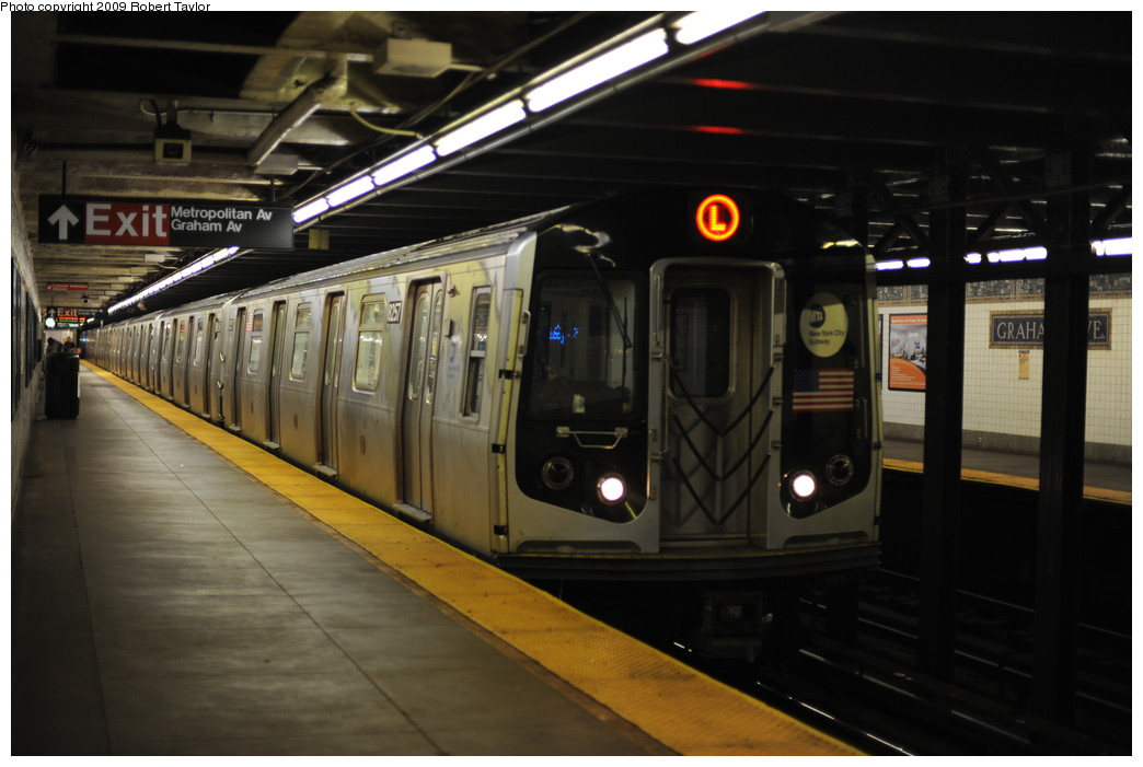 (212k, 1044x701)<br><b>Country:</b> United States<br><b>City:</b> New York<br><b>System:</b> New York City Transit<br><b>Line:</b> BMT Canarsie Line<br><b>Location:</b> Graham Avenue <br><b>Route:</b> L<br><b>Car:</b> R-143 (Kawasaki, 2001-2002) 8257 <br><b>Photo by:</b> Robert Taylor<br><b>Date:</b> 3/17/2008<br><b>Viewed (this week/total):</b> 1 / 1354