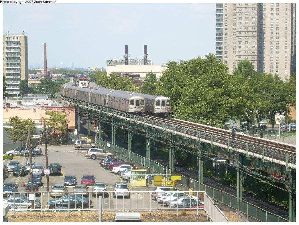 (282k, 1044x788)<br><b>Country:</b> United States<br><b>City:</b> New York<br><b>System:</b> New York City Transit<br><b>Line:</b> BMT Culver Line<br><b>Location:</b> West 8th Street <br><b>Route:</b> G<br><b>Car:</b> R-46 (Pullman-Standard, 1974-75)  <br><b>Photo by:</b> Zach Summer<br><b>Date:</b> 8/12/2007<br><b>Viewed (this week/total):</b> 3 / 2497
