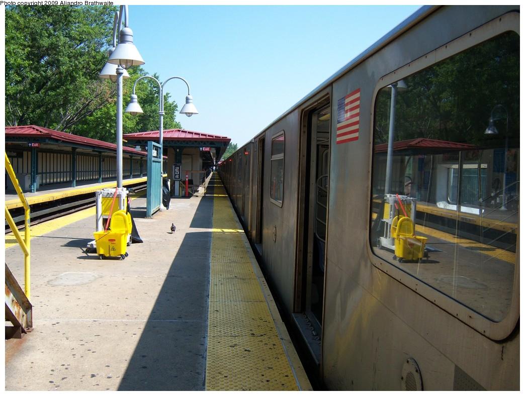 (253k, 1044x788)<br><b>Country:</b> United States<br><b>City:</b> New York<br><b>System:</b> New York City Transit<br><b>Line:</b> IRT Woodlawn Line<br><b>Location:</b> Woodlawn <br><b>Route:</b> 4<br><b>Car:</b> R-142 (Option Order, Bombardier, 2002-2003)  1221 <br><b>Photo by:</b> Aliandro Brathwaite<br><b>Date:</b> 8/18/2009<br><b>Viewed (this week/total):</b> 0 / 1946