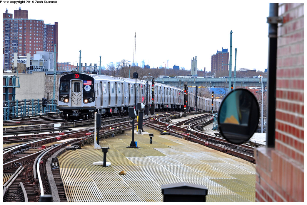 (298k, 1044x699)<br><b>Country:</b> United States<br><b>City:</b> New York<br><b>System:</b> New York City Transit<br><b>Location:</b> Coney Island/Stillwell Avenue<br><b>Route:</b> F Put-In<br><b>Car:</b> R-160A (Option 2) (Alstom, 2009, 5-car sets)  9698 <br><b>Photo by:</b> Zach Summer<br><b>Date:</b> 3/10/2010<br><b>Viewed (this week/total):</b> 0 / 1399