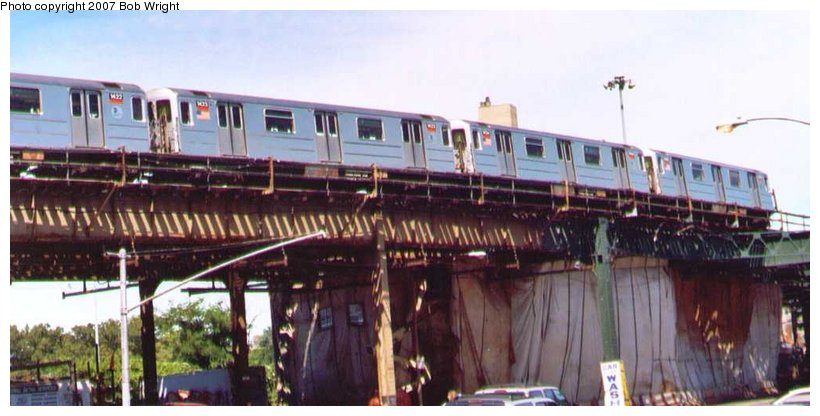 (73k, 820x416)<br><b>Country:</b> United States<br><b>City:</b> New York<br><b>System:</b> New York City Transit<br><b>Line:</b> IRT Woodlawn Line<br><b>Location:</b> Bedford Park Boulevard <br><b>Route:</b> 4<br><b>Car:</b> R-62 (Kawasaki, 1983-1985)  1433 <br><b>Photo by:</b> Bob Wright<br><b>Date:</b> 8/24/2003<br><b>Viewed (this week/total):</b> 3 / 3848