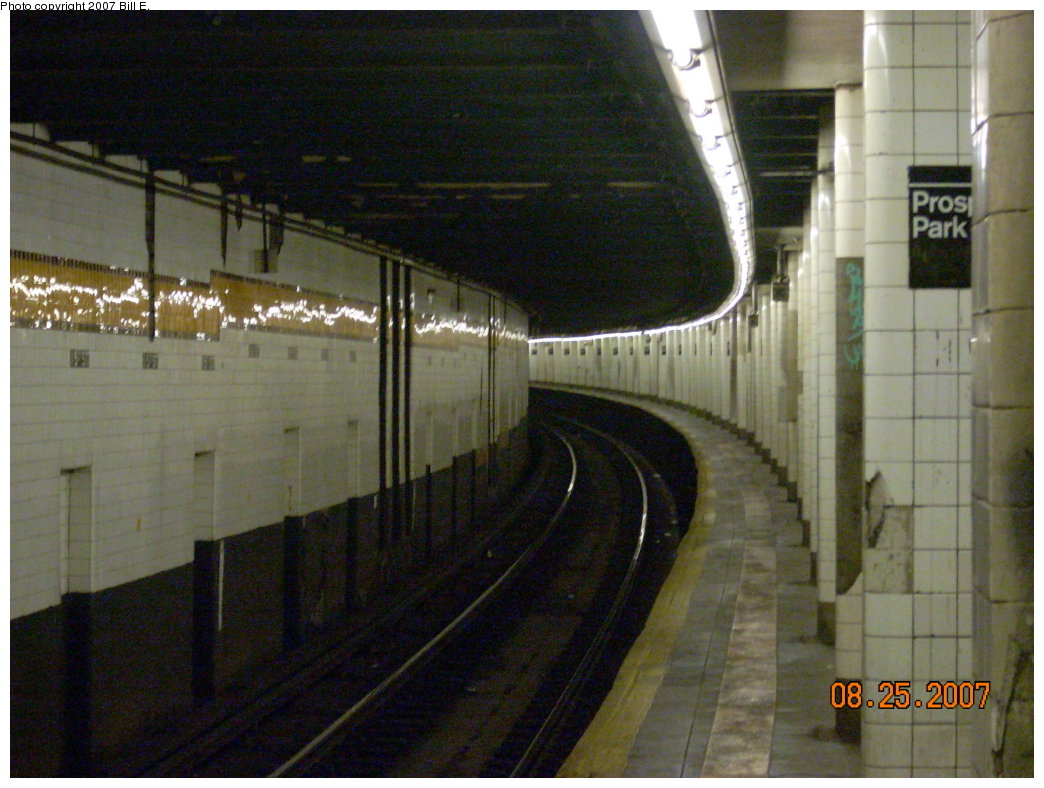 (200k, 1044x788)<br><b>Country:</b> United States<br><b>City:</b> New York<br><b>System:</b> New York City Transit<br><b>Line:</b> IND Crosstown Line<br><b>Location:</b> 15th Street/Prospect Park <br><b>Photo by:</b> Bill E.<br><b>Date:</b> 8/25/2007<br><b>Viewed (this week/total):</b> 0 / 2256