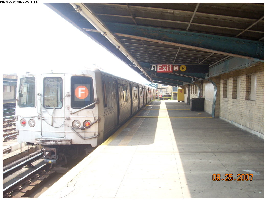 (175k, 1044x788)<br><b>Country:</b> United States<br><b>City:</b> New York<br><b>System:</b> New York City Transit<br><b>Line:</b> IND Crosstown Line<br><b>Location:</b> 4th Avenue <br><b>Route:</b> F<br><b>Car:</b> R-46 (Pullman-Standard, 1974-75) 5564 <br><b>Photo by:</b> Bill E.<br><b>Date:</b> 8/25/2007<br><b>Viewed (this week/total):</b> 0 / 1931
