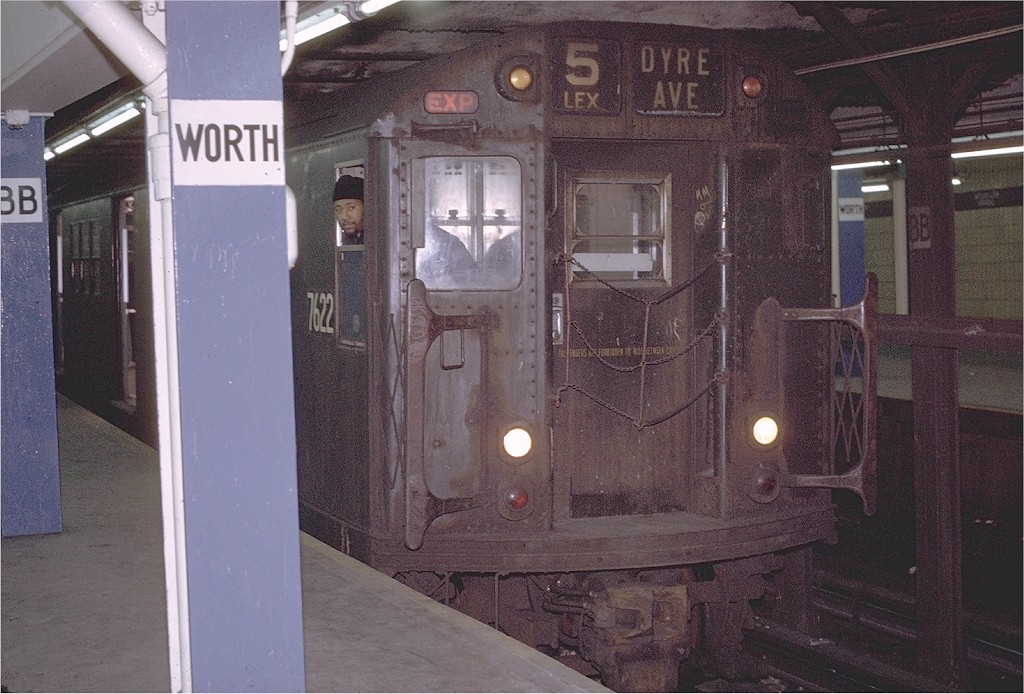 (215k, 1024x694)<br><b>Country:</b> United States<br><b>City:</b> New York<br><b>System:</b> New York City Transit<br><b>Line:</b> IRT East Side Line<br><b>Location:</b> Brooklyn Bridge/City Hall <br><b>Route:</b> 5<br><b>Car:</b> R-22 (St. Louis, 1957-58) 7622 <br><b>Photo by:</b> Joe Testagrose<br><b>Date:</b> 1/23/1971<br><b>Viewed (this week/total):</b> 0 / 2159