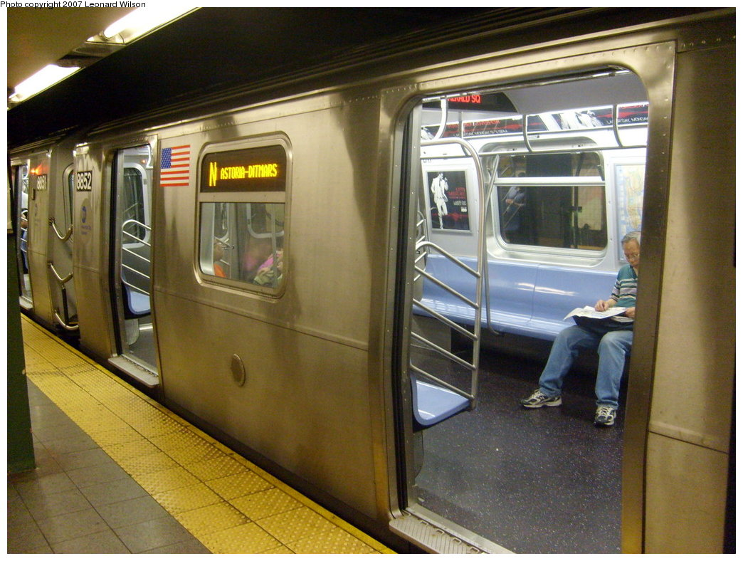 (220k, 1044x788)<br><b>Country:</b> United States<br><b>City:</b> New York<br><b>System:</b> New York City Transit<br><b>Line:</b> BMT Broadway Line<br><b>Location:</b> 14th Street/Union Square <br><b>Route:</b> N<br><b>Car:</b> R-160B (Kawasaki, 2005-2008)  8852 <br><b>Photo by:</b> Leonard Wilson<br><b>Date:</b> 8/24/2007<br><b>Viewed (this week/total):</b> 4 / 4416