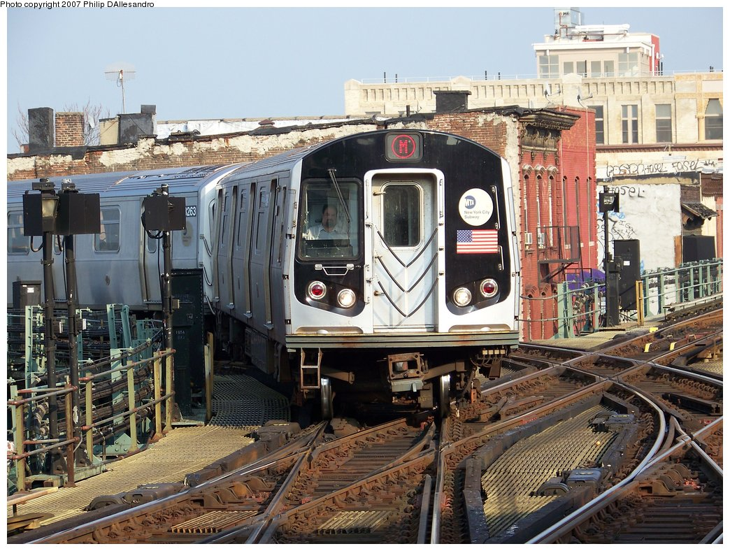 (253k, 1044x788)<br><b>Country:</b> United States<br><b>City:</b> New York<br><b>System:</b> New York City Transit<br><b>Line:</b> BMT Nassau Street/Jamaica Line<br><b>Location:</b> Myrtle Avenue <br><b>Route:</b> M<br><b>Car:</b> R-143 (Kawasaki, 2001-2002) 8264 <br><b>Photo by:</b> Philip D'Allesandro<br><b>Date:</b> 8/25/2007<br><b>Viewed (this week/total):</b> 1 / 3329