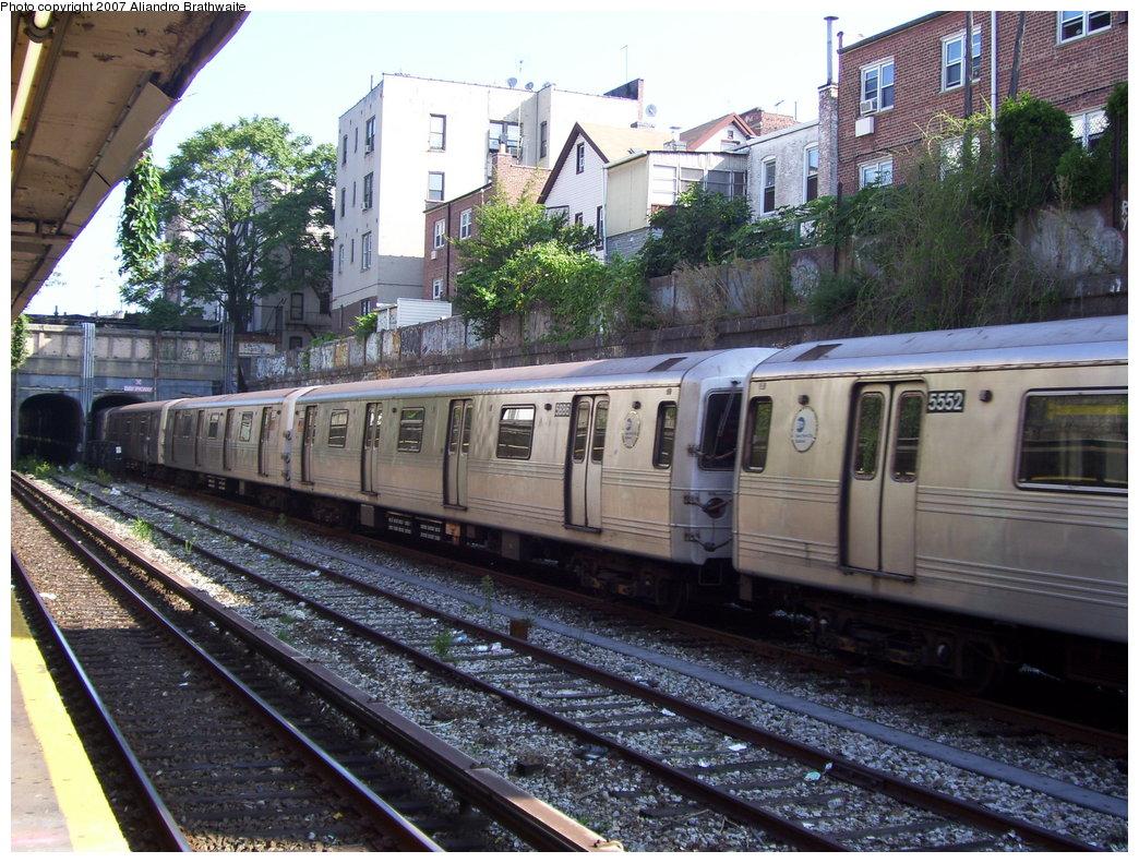 (247k, 1044x791)<br><b>Country:</b> United States<br><b>City:</b> New York<br><b>System:</b> New York City Transit<br><b>Line:</b> BMT Sea Beach Line<br><b>Location:</b> Bay Parkway (22nd Avenue) <br><b>Route:</b> F<br><b>Car:</b> R-46 (Pullman-Standard, 1974-75) 5552 <br><b>Photo by:</b> Aliandro Brathwaite<br><b>Date:</b> 8/27/2007<br><b>Notes:</b> F reroute over Sea Beach line.<br><b>Viewed (this week/total):</b> 1 / 2142