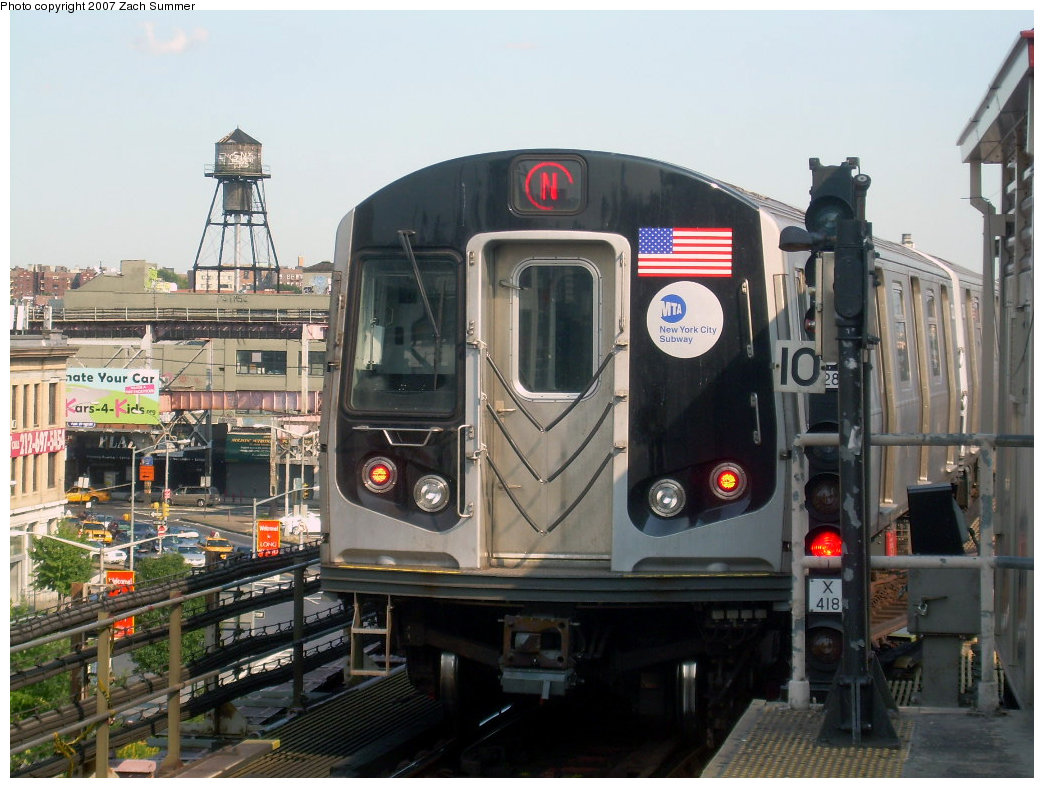 (218k, 1044x788)<br><b>Country:</b> United States<br><b>City:</b> New York<br><b>System:</b> New York City Transit<br><b>Line:</b> BMT Astoria Line<br><b>Location:</b> Queensborough Plaza <br><b>Route:</b> N<br><b>Car:</b> R-160A/R-160B Series (Number Unknown)  <br><b>Photo by:</b> Zach Summer<br><b>Date:</b> 8/14/2007<br><b>Viewed (this week/total):</b> 0 / 2324