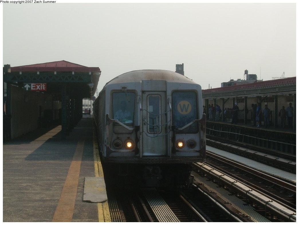 (149k, 1044x788)<br><b>Country:</b> United States<br><b>City:</b> New York<br><b>System:</b> New York City Transit<br><b>Line:</b> BMT Astoria Line<br><b>Location:</b> 36th/Washington Aves. <br><b>Route:</b> W<br><b>Car:</b> R-40 (St. Louis, 1968)  4162 <br><b>Photo by:</b> Zach Summer<br><b>Date:</b> 8/14/2007<br><b>Viewed (this week/total):</b> 0 / 2255
