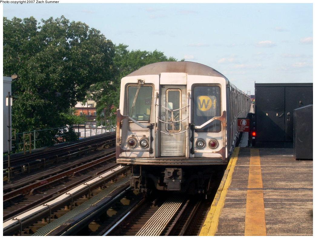 (238k, 1044x788)<br><b>Country:</b> United States<br><b>City:</b> New York<br><b>System:</b> New York City Transit<br><b>Line:</b> BMT Astoria Line<br><b>Location:</b> 36th/Washington Aves. <br><b>Route:</b> W<br><b>Car:</b> R-40 (St. Louis, 1968)   <br><b>Photo by:</b> Zach Summer<br><b>Date:</b> 8/14/2007<br><b>Viewed (this week/total):</b> 2 / 1846