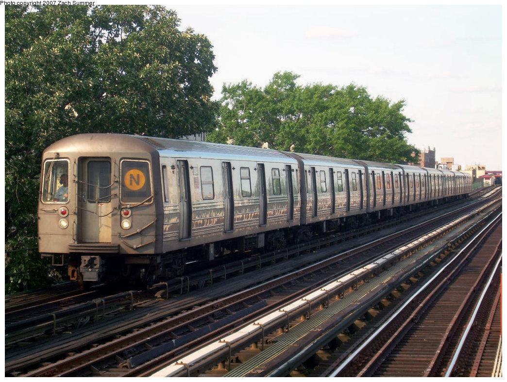 (278k, 1044x788)<br><b>Country:</b> United States<br><b>City:</b> New York<br><b>System:</b> New York City Transit<br><b>Line:</b> BMT Astoria Line<br><b>Location:</b> 36th/Washington Aves. <br><b>Route:</b> N<br><b>Car:</b> R-68 (Westinghouse-Amrail, 1986-1988)  2814 <br><b>Photo by:</b> Zach Summer<br><b>Date:</b> 8/14/2007<br><b>Viewed (this week/total):</b> 1 / 2386