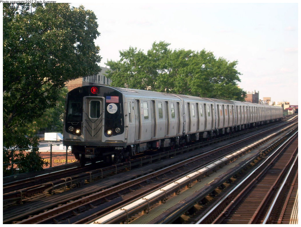 (252k, 1044x788)<br><b>Country:</b> United States<br><b>City:</b> New York<br><b>System:</b> New York City Transit<br><b>Line:</b> BMT Astoria Line<br><b>Location:</b> 36th/Washington Aves. <br><b>Route:</b> N<br><b>Car:</b> R-160A/R-160B Series (Number Unknown)  <br><b>Photo by:</b> Zach Summer<br><b>Date:</b> 8/14/2007<br><b>Viewed (this week/total):</b> 1 / 2227