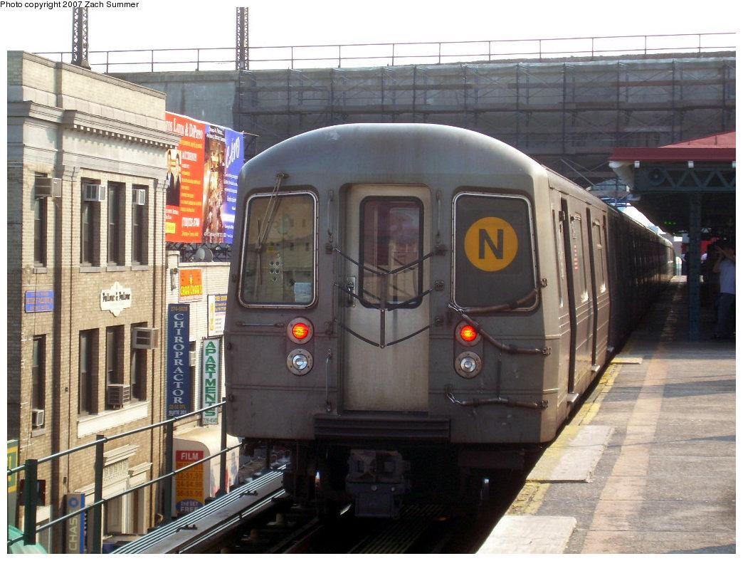 (222k, 1044x788)<br><b>Country:</b> United States<br><b>City:</b> New York<br><b>System:</b> New York City Transit<br><b>Line:</b> BMT Astoria Line<br><b>Location:</b> Ditmars Boulevard <br><b>Route:</b> N<br><b>Car:</b> R-68A (Kawasaki, 1988-1989)  5134 <br><b>Photo by:</b> Zach Summer<br><b>Date:</b> 8/14/2007<br><b>Viewed (this week/total):</b> 0 / 2466