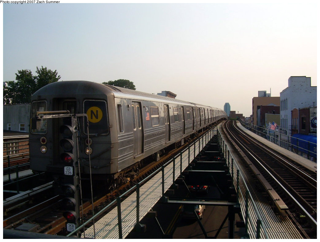(198k, 1044x788)<br><b>Country:</b> United States<br><b>City:</b> New York<br><b>System:</b> New York City Transit<br><b>Line:</b> BMT Astoria Line<br><b>Location:</b> Astoria Boulevard/Hoyt Avenue <br><b>Route:</b> N<br><b>Car:</b> R-68 (Westinghouse-Amrail, 1986-1988)  2914 <br><b>Photo by:</b> Zach Summer<br><b>Date:</b> 8/14/2007<br><b>Viewed (this week/total):</b> 1 / 2035