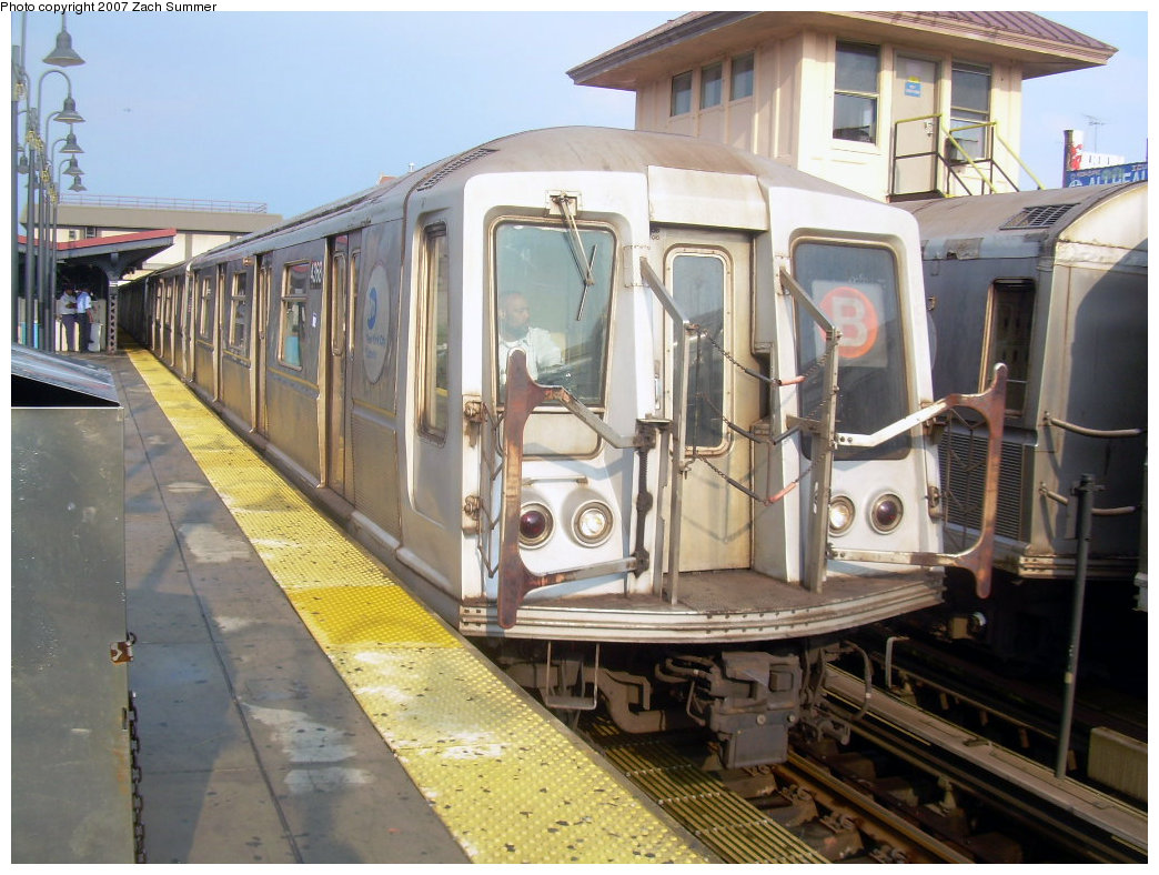 (225k, 1044x788)<br><b>Country:</b> United States<br><b>City:</b> New York<br><b>System:</b> New York City Transit<br><b>Line:</b> BMT Brighton Line<br><b>Location:</b> Brighton Beach <br><b>Route:</b> B<br><b>Car:</b> R-40 (St. Louis, 1968)  4368 <br><b>Photo by:</b> Zach Summer<br><b>Date:</b> 8/17/2007<br><b>Viewed (this week/total):</b> 0 / 1976