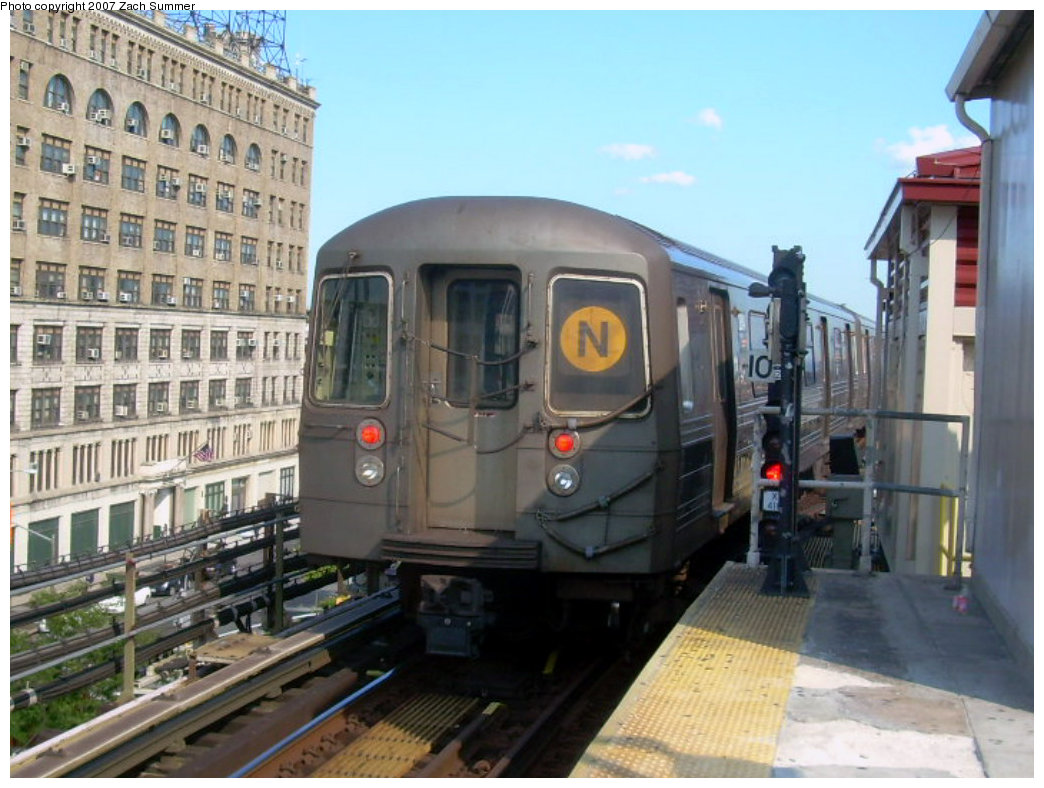 (203k, 1044x788)<br><b>Country:</b> United States<br><b>City:</b> New York<br><b>System:</b> New York City Transit<br><b>Line:</b> BMT Astoria Line<br><b>Location:</b> Queensborough Plaza <br><b>Route:</b> N<br><b>Car:</b> R-68 (Westinghouse-Amrail, 1986-1988)  2814 <br><b>Photo by:</b> Zach Summer<br><b>Date:</b> 8/14/2007<br><b>Viewed (this week/total):</b> 1 / 1681
