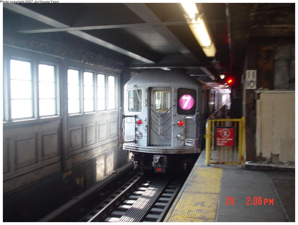 (147k, 1044x788)<br><b>Country:</b> United States<br><b>City:</b> New York<br><b>System:</b> New York City Transit<br><b>Line:</b> IRT Flushing Line<br><b>Location:</b> Queensborough Plaza <br><b>Route:</b> 7<br><b>Car:</b> R-62A (Bombardier, 1984-1987)   <br><b>Photo by:</b> Jin-Young Yoon<br><b>Date:</b> 8/24/2007<br><b>Viewed (this week/total):</b> 0 / 1975
