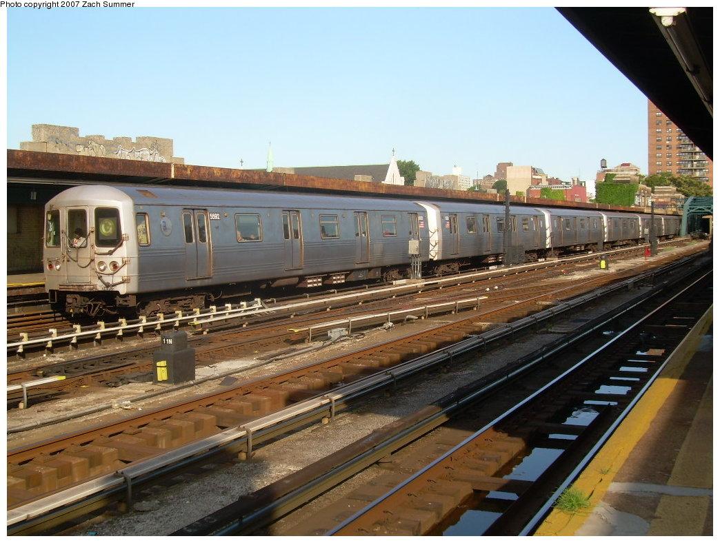(224k, 1044x788)<br><b>Country:</b> United States<br><b>City:</b> New York<br><b>System:</b> New York City Transit<br><b>Line:</b> IND Crosstown Line<br><b>Location:</b> 4th Avenue <br><b>Route:</b> G<br><b>Car:</b> R-46 (Pullman-Standard, 1974-75) 5592 <br><b>Photo by:</b> Zach Summer<br><b>Date:</b> 8/18/2007<br><b>Viewed (this week/total):</b> 1 / 2071