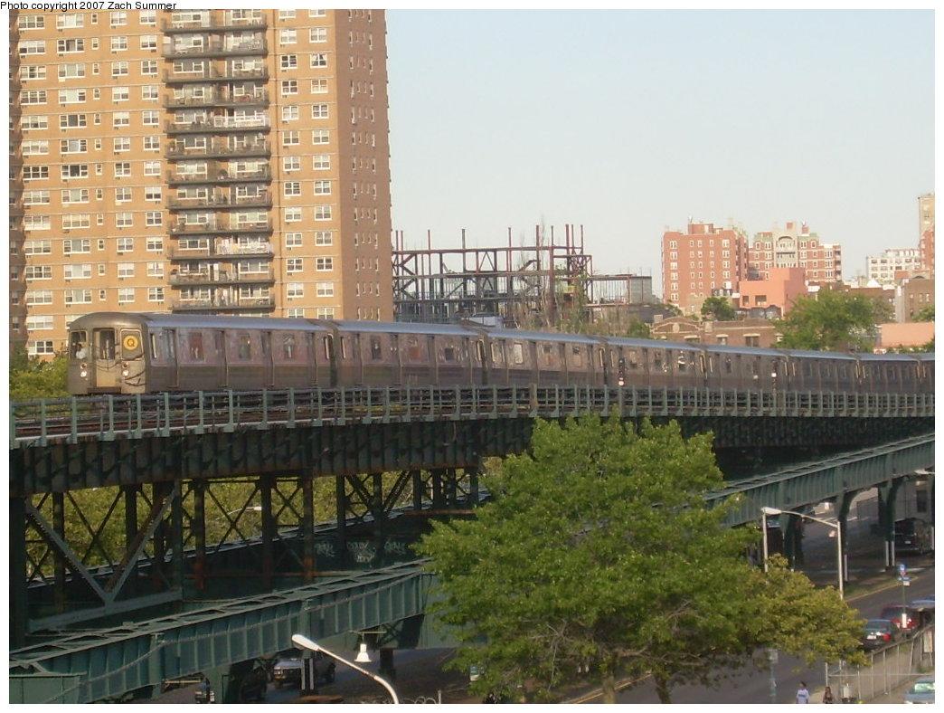 (224k, 1044x788)<br><b>Country:</b> United States<br><b>City:</b> New York<br><b>System:</b> New York City Transit<br><b>Line:</b> BMT Brighton Line<br><b>Location:</b> West 8th Street <br><b>Route:</b> Q<br><b>Car:</b> R-68A (Kawasaki, 1988-1989)  5018 <br><b>Photo by:</b> Zach Summer<br><b>Date:</b> 8/18/2007<br><b>Viewed (this week/total):</b> 3 / 1900