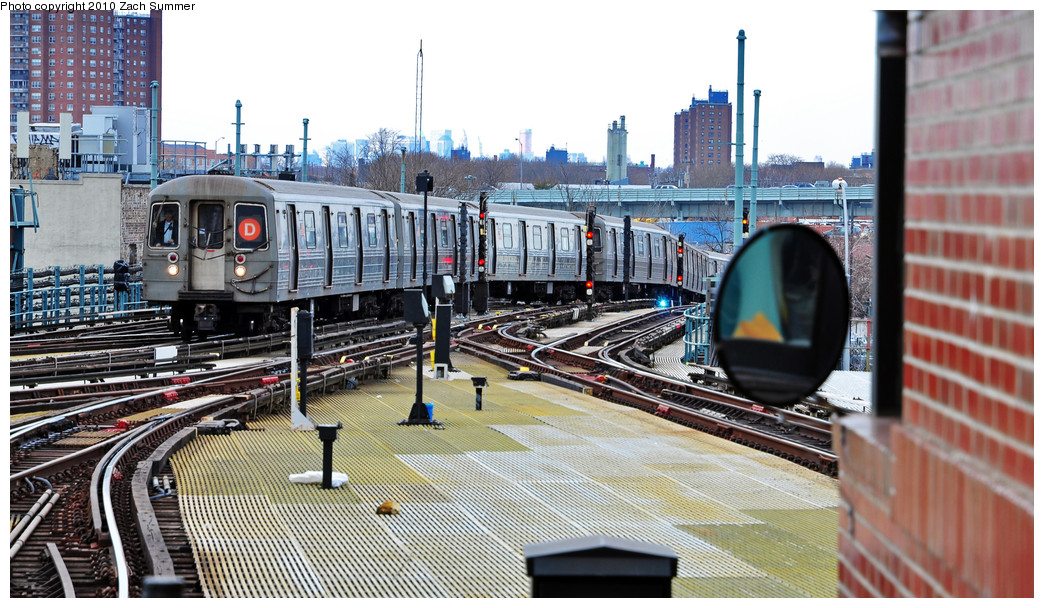 (283k, 1044x608)<br><b>Country:</b> United States<br><b>City:</b> New York<br><b>System:</b> New York City Transit<br><b>Location:</b> Coney Island/Stillwell Avenue<br><b>Route:</b> D<br><b>Car:</b> R-68 (Westinghouse-Amrail, 1986-1988)  2610 <br><b>Photo by:</b> Zach Summer<br><b>Date:</b> 3/10/2010<br><b>Viewed (this week/total):</b> 0 / 1206