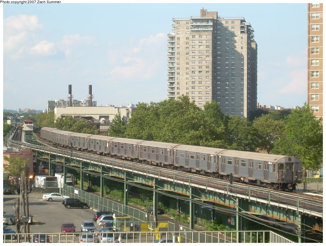 (255k, 1044x788)<br><b>Country:</b> United States<br><b>City:</b> New York<br><b>System:</b> New York City Transit<br><b>Line:</b> BMT Culver Line<br><b>Location:</b> West 8th Street <br><b>Route:</b> F<br><b>Car:</b> R-32 (Budd, 1964)   <br><b>Photo by:</b> Zach Summer<br><b>Date:</b> 8/27/2007<br><b>Viewed (this week/total):</b> 0 / 2738