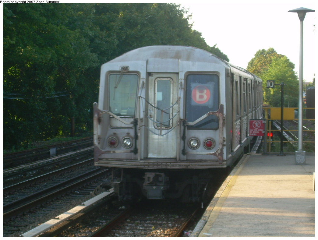 (178k, 1044x788)<br><b>Country:</b> United States<br><b>City:</b> New York<br><b>System:</b> New York City Transit<br><b>Line:</b> BMT Brighton Line<br><b>Location:</b> Kings Highway <br><b>Route:</b> B<br><b>Car:</b> R-40 (St. Louis, 1968)  4232 <br><b>Photo by:</b> Zach Summer<br><b>Date:</b> 8/27/2007<br><b>Viewed (this week/total):</b> 0 / 2160