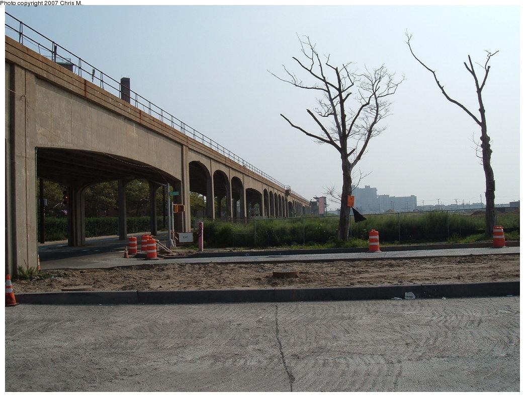 (182k, 1044x788)<br><b>Country:</b> United States<br><b>City:</b> New York<br><b>System:</b> New York City Transit<br><b>Line:</b> IND Rockaway<br><b>Location:</b> Beach 67th Street/Gaston Avenue <br><b>Photo by:</b> Chris M.<br><b>Date:</b> 8/31/2007<br><b>Notes:</b> View of el at Beach 71st (nr. Beach 67th station).<br><b>Viewed (this week/total):</b> 0 / 1368