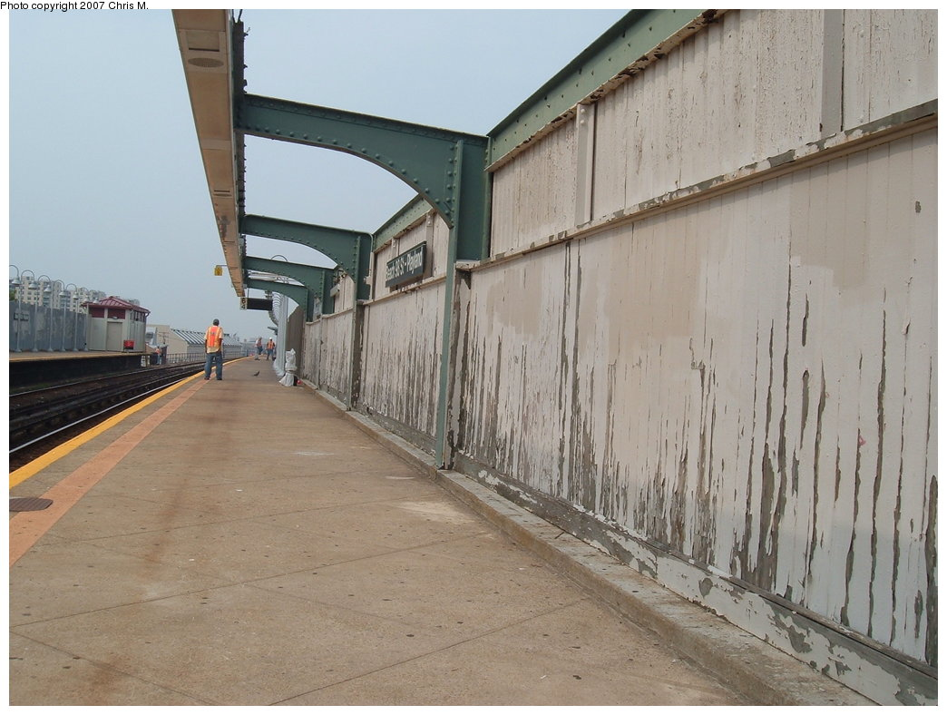 (171k, 1044x788)<br><b>Country:</b> United States<br><b>City:</b> New York<br><b>System:</b> New York City Transit<br><b>Line:</b> IND Rockaway<br><b>Location:</b> Beach 98th Street/Playland <br><b>Photo by:</b> Chris M.<br><b>Date:</b> 8/31/2007<br><b>Notes:</b> Station view.<br><b>Viewed (this week/total):</b> 0 / 1403