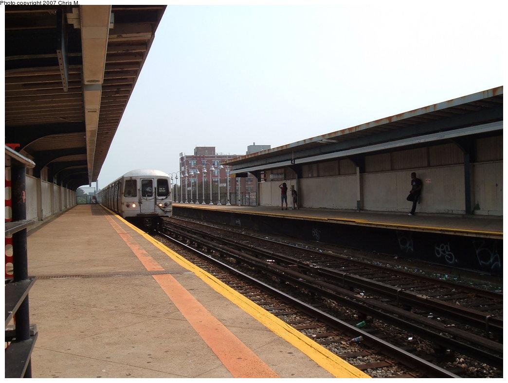 (154k, 1044x788)<br><b>Country:</b> United States<br><b>City:</b> New York<br><b>System:</b> New York City Transit<br><b>Line:</b> IND Rockaway<br><b>Location:</b> Beach 98th Street/Playland <br><b>Photo by:</b> Chris M.<br><b>Date:</b> 8/31/2007<br><b>Notes:</b> Station view.<br><b>Viewed (this week/total):</b> 3 / 1075