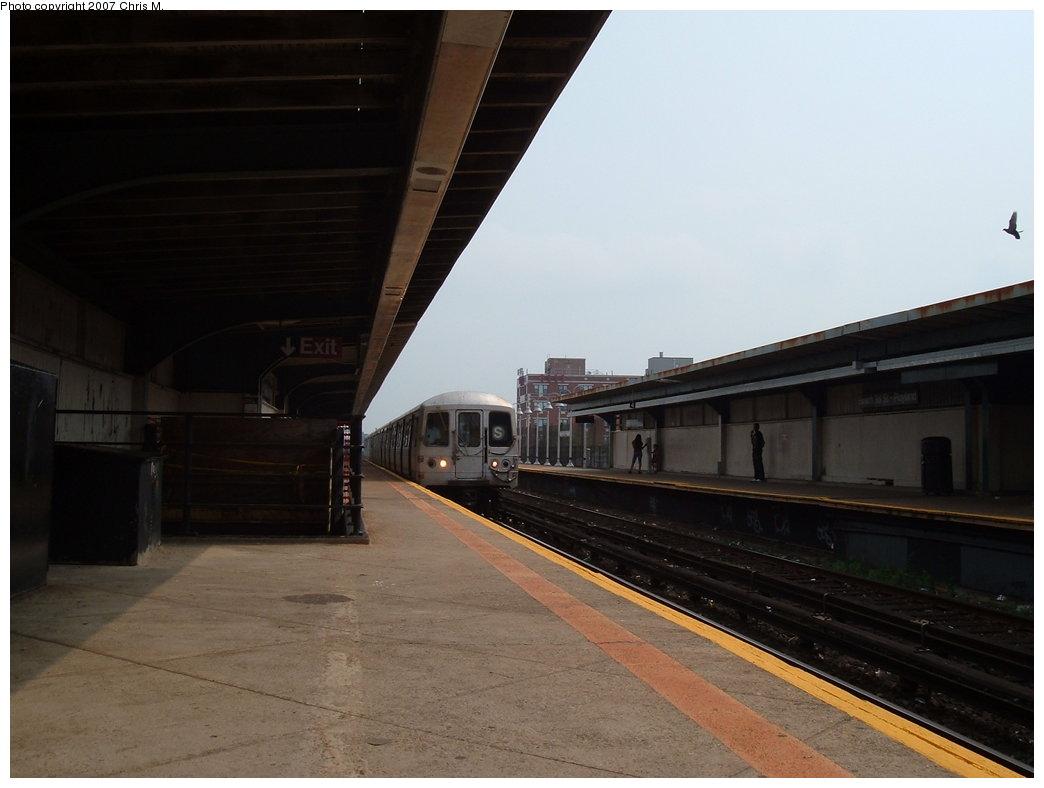 (120k, 1044x788)<br><b>Country:</b> United States<br><b>City:</b> New York<br><b>System:</b> New York City Transit<br><b>Line:</b> IND Rockaway<br><b>Location:</b> Beach 98th Street/Playland <br><b>Photo by:</b> Chris M.<br><b>Date:</b> 8/31/2007<br><b>Notes:</b> Station view.<br><b>Viewed (this week/total):</b> 2 / 1133