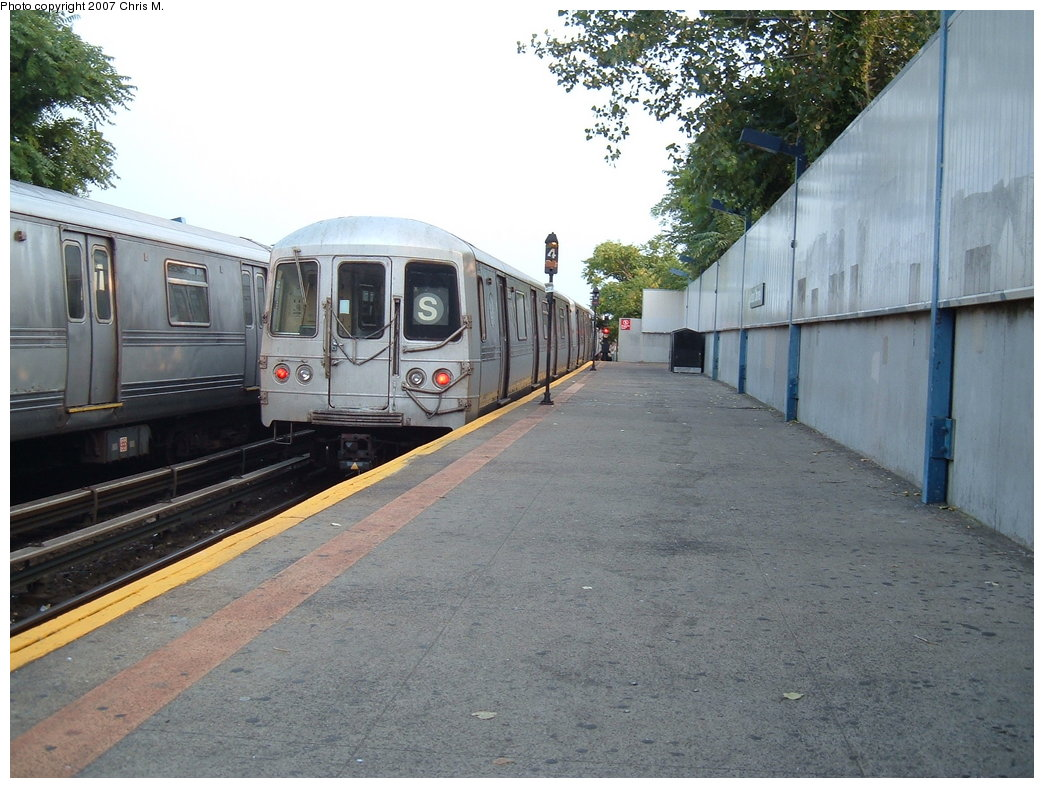 (193k, 1044x788)<br><b>Country:</b> United States<br><b>City:</b> New York<br><b>System:</b> New York City Transit<br><b>Line:</b> IND Rockaway<br><b>Location:</b> Broad Channel <br><b>Route:</b> A<br><b>Car:</b> R-44 (St. Louis, 1971-73)  <br><b>Photo by:</b> Chris M.<br><b>Date:</b> 8/31/2007<br><b>Viewed (this week/total):</b> 5 / 1830