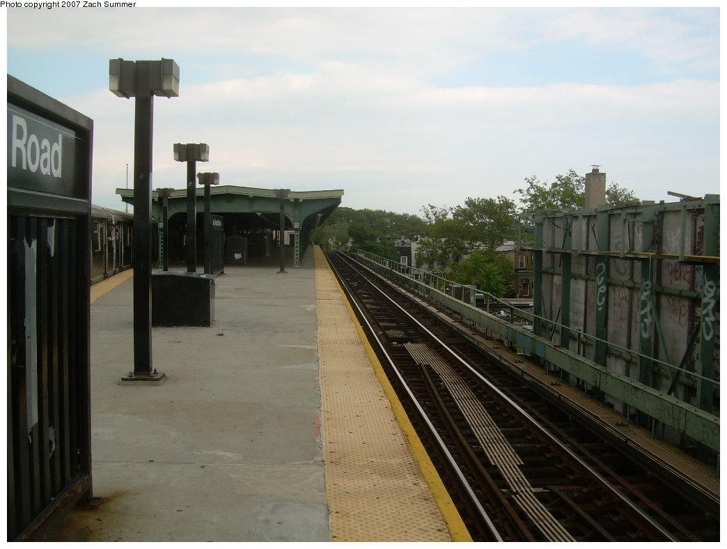 (176k, 1044x788)<br><b>Country:</b> United States<br><b>City:</b> New York<br><b>System:</b> New York City Transit<br><b>Line:</b> BMT Myrtle Avenue Line<br><b>Location:</b> Fresh Pond Road <br><b>Photo by:</b> Zach Summer<br><b>Date:</b> 8/28/2007<br><b>Notes:</b> Station view.<br><b>Viewed (this week/total):</b> 0 / 1268