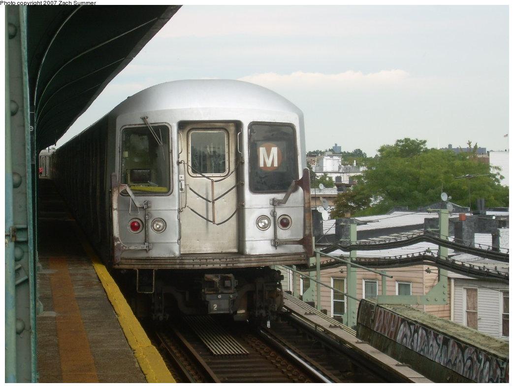 (181k, 1044x788)<br><b>Country:</b> United States<br><b>City:</b> New York<br><b>System:</b> New York City Transit<br><b>Line:</b> BMT Myrtle Avenue Line<br><b>Location:</b> Forest Avenue <br><b>Route:</b> M<br><b>Car:</b> R-42 (St. Louis, 1969-1970)  4762 <br><b>Photo by:</b> Zach Summer<br><b>Date:</b> 8/28/2007<br><b>Viewed (this week/total):</b> 0 / 1921