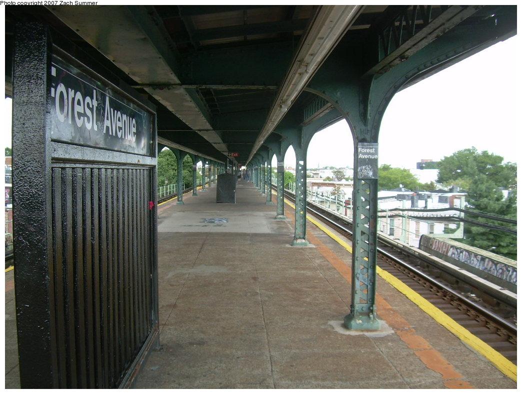 (225k, 1044x788)<br><b>Country:</b> United States<br><b>City:</b> New York<br><b>System:</b> New York City Transit<br><b>Line:</b> BMT Myrtle Avenue Line<br><b>Location:</b> Forest Avenue <br><b>Photo by:</b> Zach Summer<br><b>Date:</b> 8/28/2007<br><b>Notes:</b> Station view.<br><b>Viewed (this week/total):</b> 3 / 1498