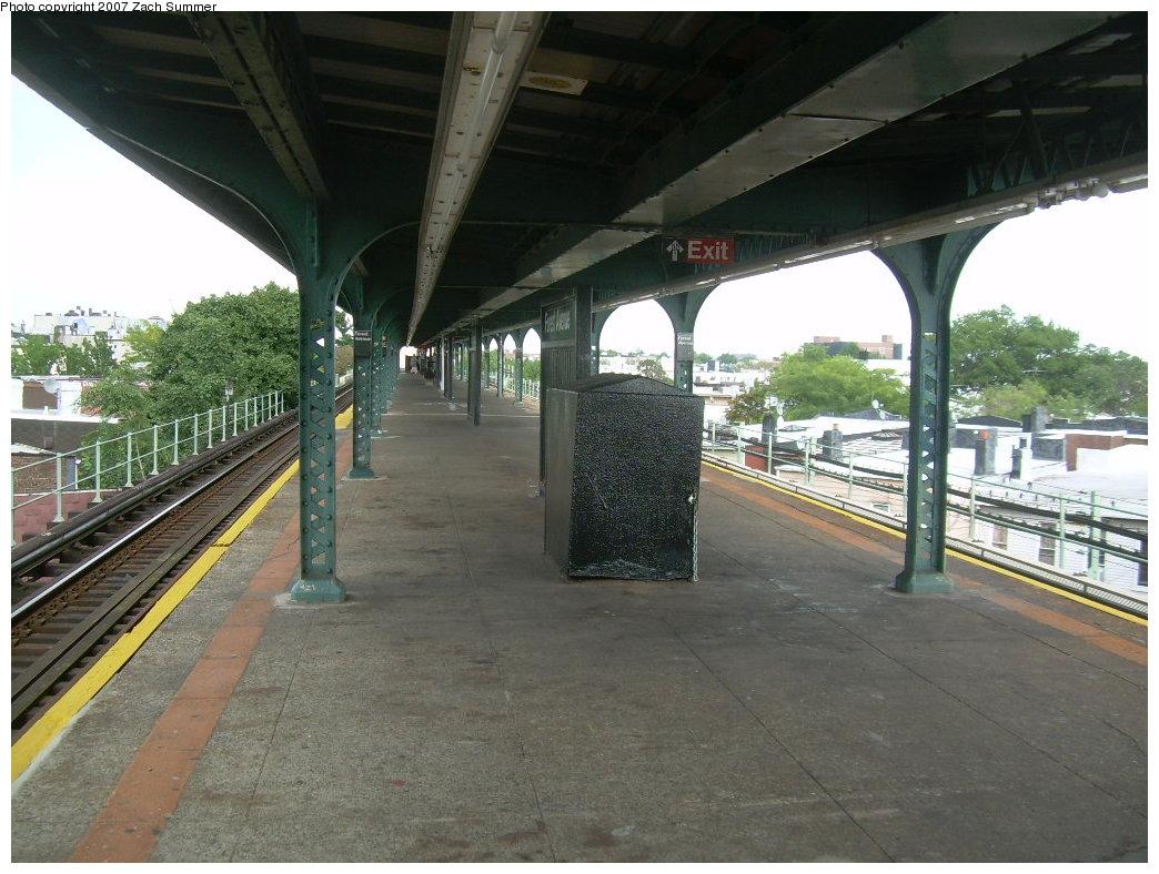 (215k, 1044x788)<br><b>Country:</b> United States<br><b>City:</b> New York<br><b>System:</b> New York City Transit<br><b>Line:</b> BMT Myrtle Avenue Line<br><b>Location:</b> Forest Avenue <br><b>Photo by:</b> Zach Summer<br><b>Date:</b> 8/28/2007<br><b>Notes:</b> Station view.<br><b>Viewed (this week/total):</b> 2 / 1698