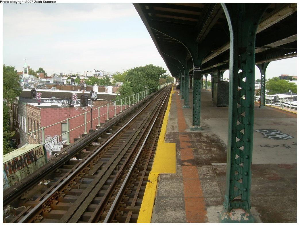 (232k, 1044x788)<br><b>Country:</b> United States<br><b>City:</b> New York<br><b>System:</b> New York City Transit<br><b>Line:</b> BMT Myrtle Avenue Line<br><b>Location:</b> Forest Avenue <br><b>Photo by:</b> Zach Summer<br><b>Date:</b> 8/28/2007<br><b>Notes:</b> Station view.<br><b>Viewed (this week/total):</b> 1 / 1605