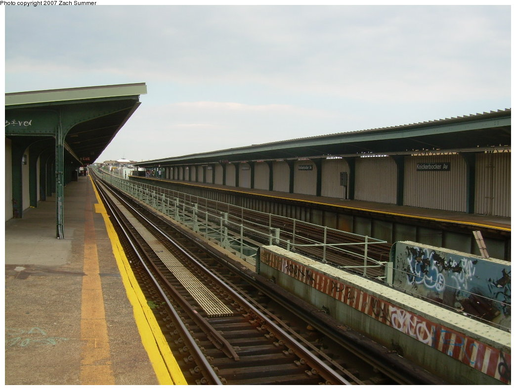 (198k, 1044x788)<br><b>Country:</b> United States<br><b>City:</b> New York<br><b>System:</b> New York City Transit<br><b>Line:</b> BMT Myrtle Avenue Line<br><b>Location:</b> Knickerbocker Avenue <br><b>Photo by:</b> Zach Summer<br><b>Date:</b> 8/28/2007<br><b>Notes:</b> Station view.<br><b>Viewed (this week/total):</b> 0 / 1752