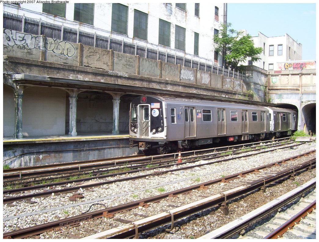 (299k, 1044x791)<br><b>Country:</b> United States<br><b>City:</b> New York<br><b>System:</b> New York City Transit<br><b>Line:</b> BMT Sea Beach Line<br><b>Location:</b> 20th Avenue <br><b>Route:</b> N<br><b>Car:</b> R-160B (Kawasaki, 2005-2008)  8737 <br><b>Photo by:</b> Aliandro Brathwaite<br><b>Date:</b> 8/30/2007<br><b>Viewed (this week/total):</b> 0 / 1921