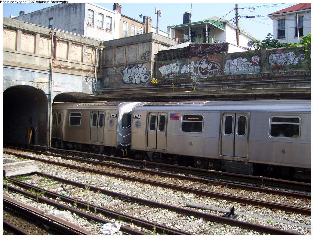 (267k, 1044x791)<br><b>Country:</b> United States<br><b>City:</b> New York<br><b>System:</b> New York City Transit<br><b>Line:</b> BMT Sea Beach Line<br><b>Location:</b> 20th Avenue <br><b>Route:</b> N<br><b>Car:</b> R-160B (Kawasaki, 2005-2008)  8795 <br><b>Photo by:</b> Aliandro Brathwaite<br><b>Date:</b> 8/30/2007<br><b>Viewed (this week/total):</b> 0 / 2147