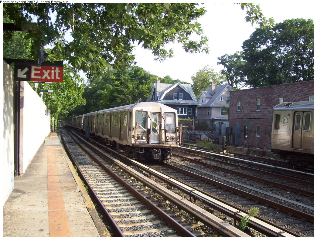 (300k, 1044x791)<br><b>Country:</b> United States<br><b>City:</b> New York<br><b>System:</b> New York City Transit<br><b>Line:</b> BMT Brighton Line<br><b>Location:</b> Avenue H <br><b>Route:</b> B<br><b>Car:</b> R-40 (St. Louis, 1968)  4177 <br><b>Photo by:</b> Aliandro Brathwaite<br><b>Date:</b> 8/30/2007<br><b>Viewed (this week/total):</b> 0 / 2094