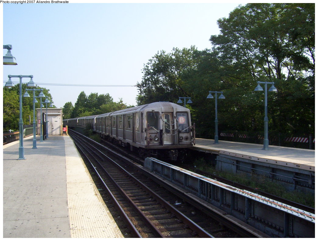 (210k, 1044x791)<br><b>Country:</b> United States<br><b>City:</b> New York<br><b>System:</b> New York City Transit<br><b>Line:</b> BMT Brighton Line<br><b>Location:</b> Sheepshead Bay <br><b>Route:</b> B<br><b>Car:</b> R-40 (St. Louis, 1968)  4310 <br><b>Photo by:</b> Aliandro Brathwaite<br><b>Date:</b> 8/30/2007<br><b>Viewed (this week/total):</b> 3 / 2094